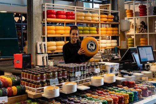 Pruebe el queso holandés en el Markthal